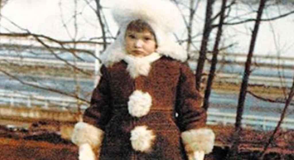Kim jest ta mała, urocza dziewczynka? Dziś to rozchwytywana gwiazda!