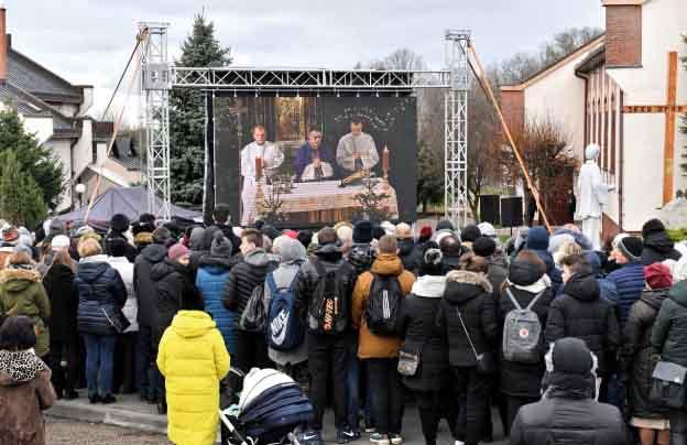 Pogrzeb nastolatek z Koszalina - Pikio.pl