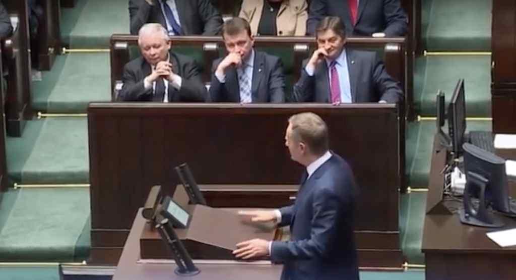 B. premier zwrócił się do Kaczyńskiego, Tuska i Wałęsy. Dojdzie do historycznego pogodzenia?