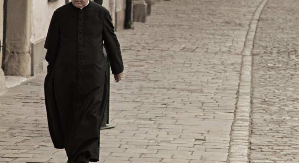 Skandaliczne zachowanie księdza na mszy! Tłumaczył się 30-letnią tradycją