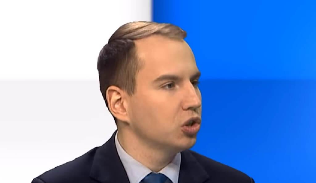 Zapytali Andruszkiewicza o kompetencje. Odpowiedź POWALA