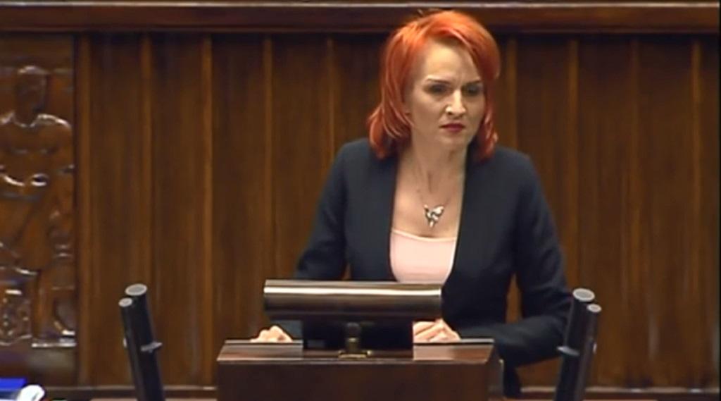 Bernadeta Krynicka: kim jest posłanka, która poniżyła protestujących w Sejmie niepełnosprawnych?