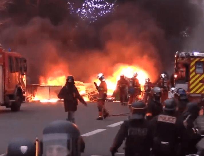 Paryż: Żółte kamizelki znów podpaliły stolicę, trwają starcia (zdjęcia)