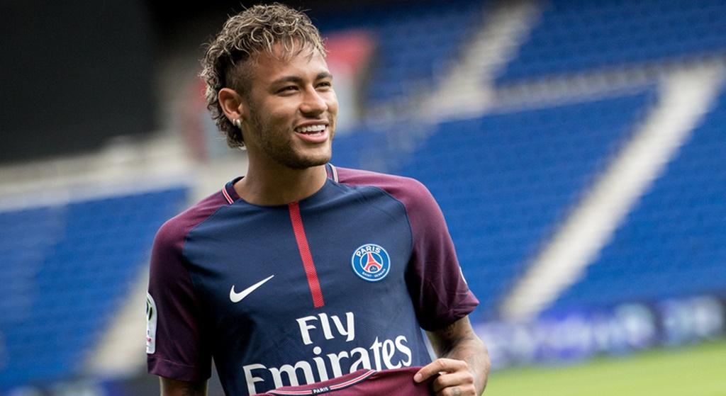 Ile zarabia Neymar w PSG? Kolosalna, astronomiczna fortuna