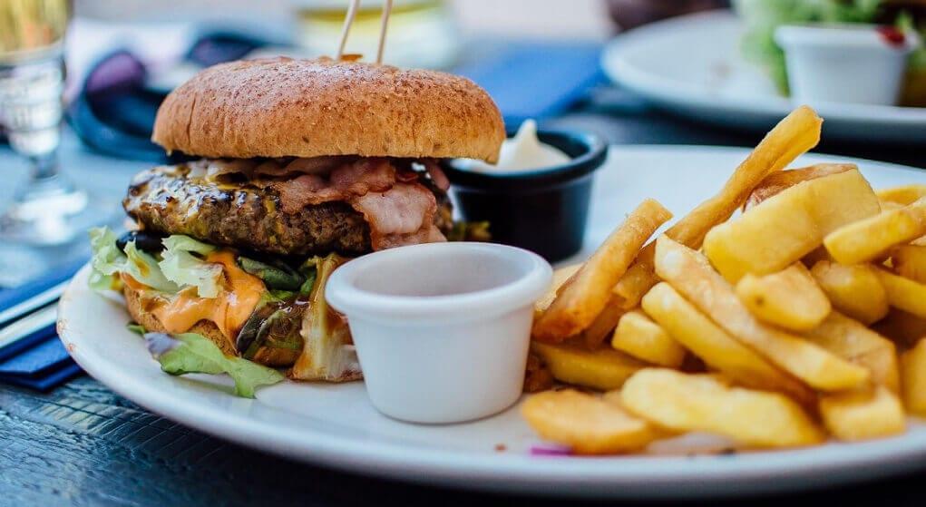 Nowotwór bierze się z popularnego jedzenia z Biedronki, Lidla i McDonalds? Przerażające doniesienia