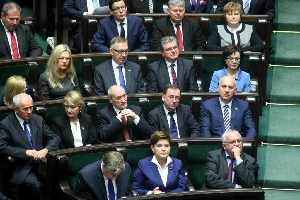 Radny PiS pił wódkę z OBLEŚNYM toastem o Adamowiczu. Zostanie usunięty z partii