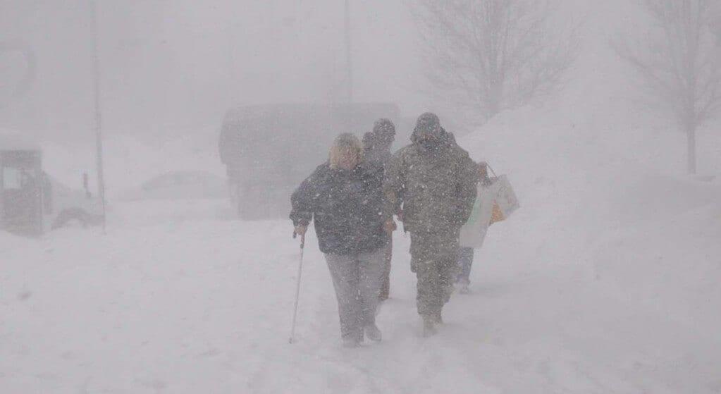 IMGW wydało ostrzeżenia dla niemal całego kraju. Czekają nas śnieg, zamiecie i oblodzone drogi