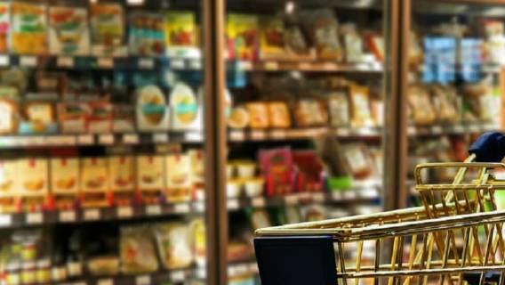 Przerażające znalezisko w jedzeniu w Carrefourze! Interweniowała straż miejska