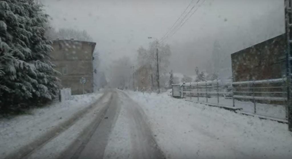 IMGW wydało ostrzeżenia II stopnia. Czekają nas śnieżyce, oblodzenia i roztopy
