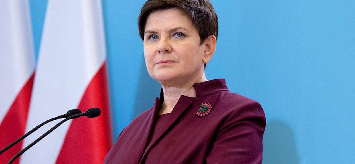 Zapewniali, że Beata Szydło żyje skromnie. Przyłapali ją z telefonem za kilka tysięcy złotych