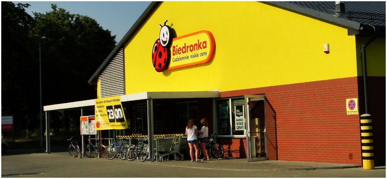Klienci wściekli na Biedronkę. Kolejny przypadek robactwa w jedzeniu