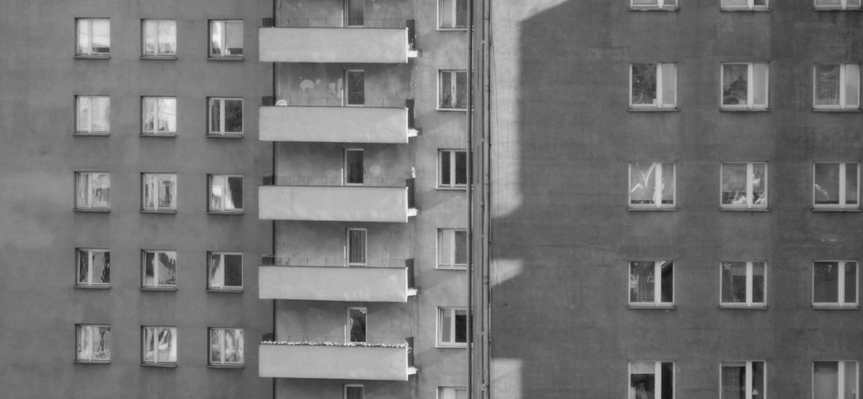Tragedia w Bolesławcu. Zasztyletował konkubinę, a 3-letnie dziecko wyrzucił przez okno