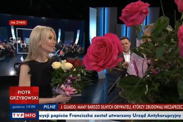 Skandal podczas kwiatów dla Ogórek w TVP. Protestujący nazwani małpami