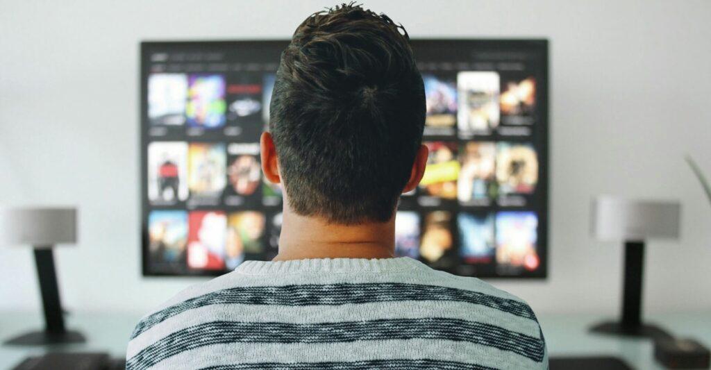Dziś wieczorem miliony Polaków włączy TVN. Kultowy film ściągnie tłumy przed ekrany