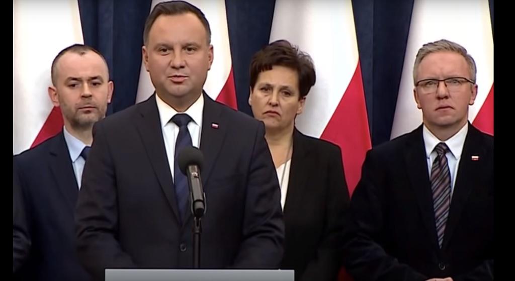 Duda nie mógł sobie darować? Polityczna propaganda na pogrzebie Olszewskiego