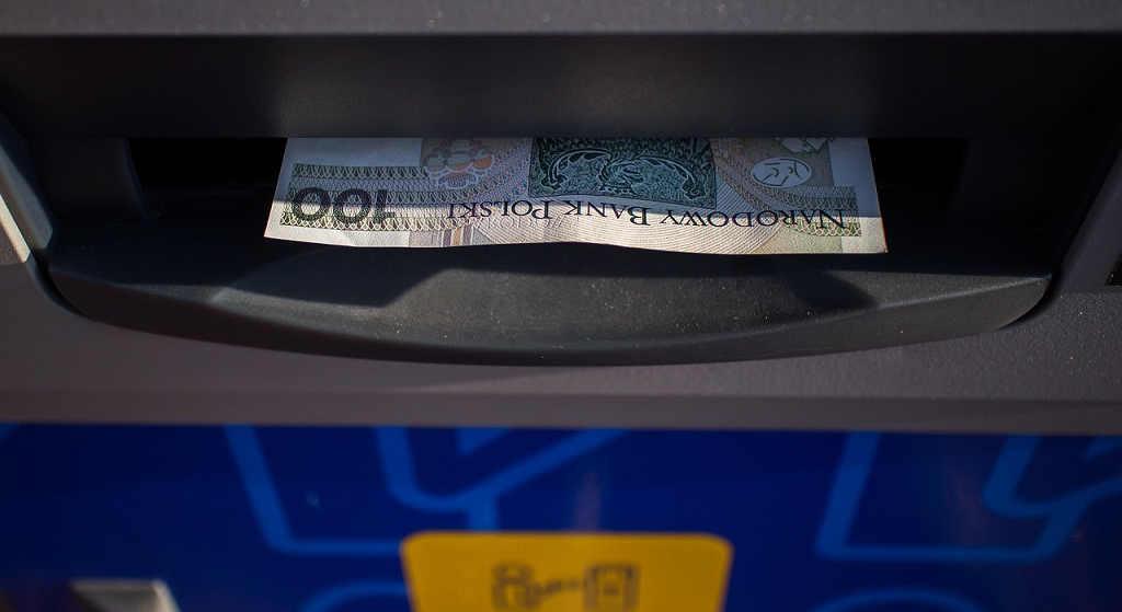 Biegnij do bankomatu i wypłać gotówkę! W weekend utrudnienia w wielkich bankach