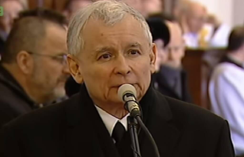 Policja całą dobę pilnuje domu Kaczyńskiego. Sąsiedzi mają już tego dość