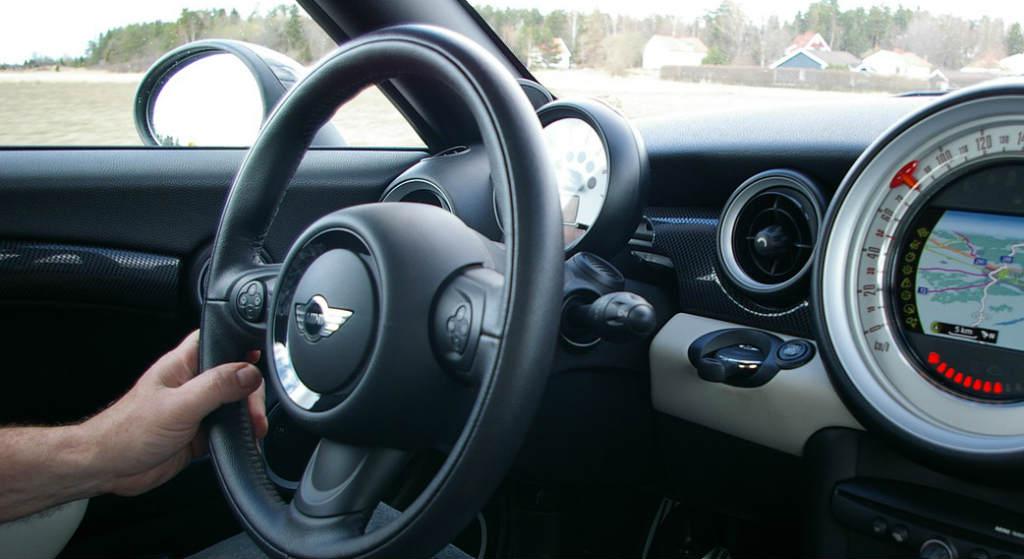 PE przyjął zmiany ws. samochodów. Nowe, obowiązkowe systemy w autach