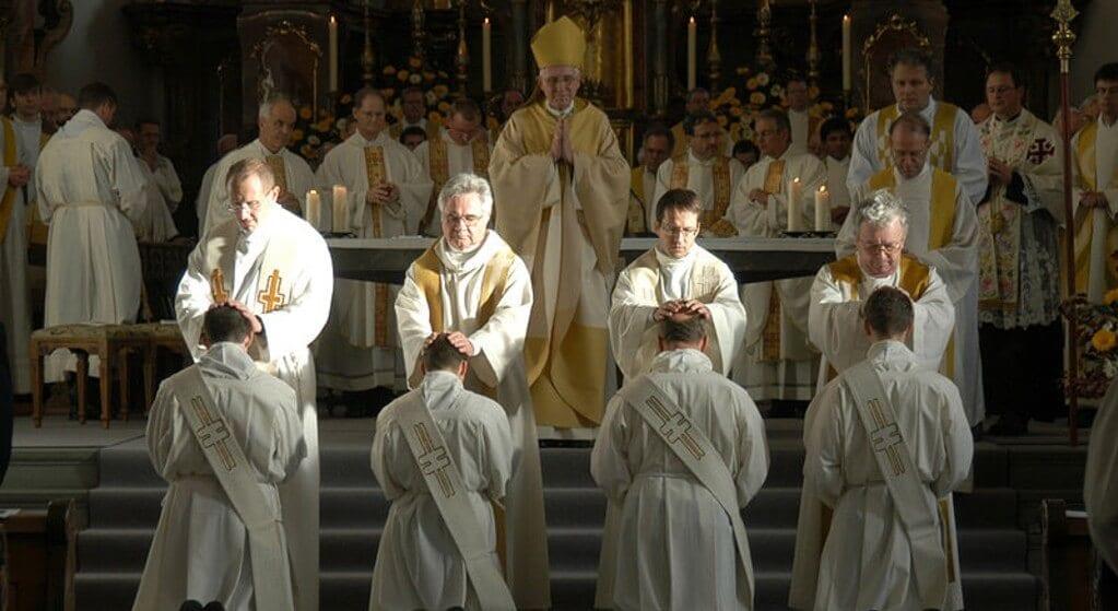 Księża którzy mają dzieci dostali konkretne wytyczne. Watykan stworzył specjalną instrukcję