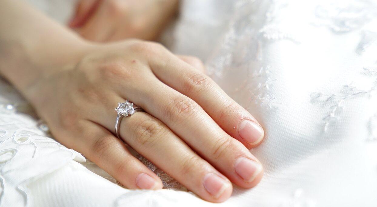 Blogerka opowiedziała, o jakim pierścionku zaręczynowym marzy. Internauci nie dowierzają