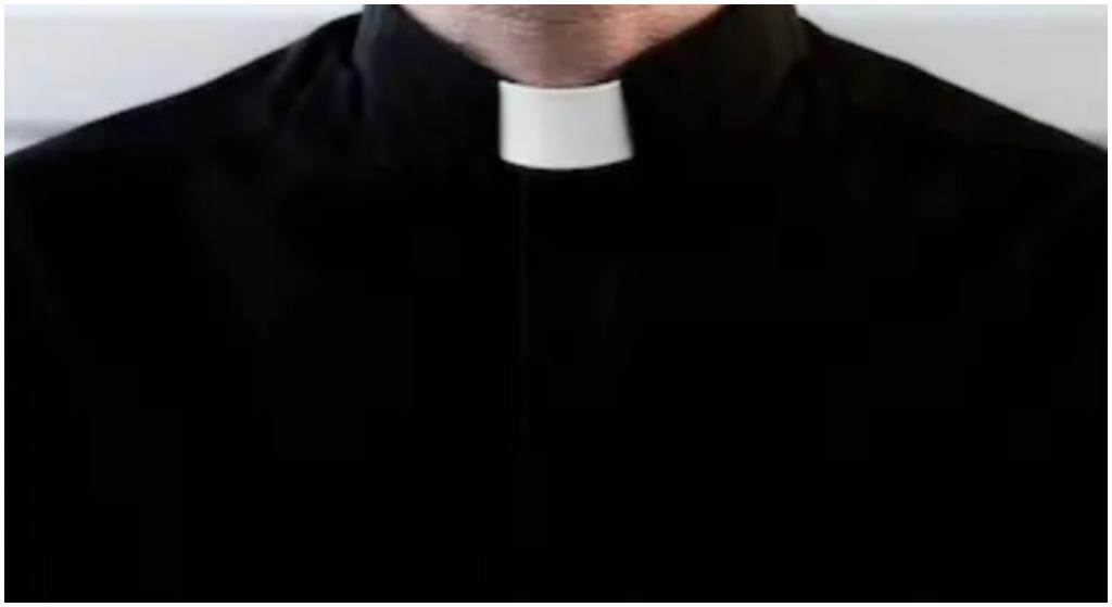 """Ksiądz bezlitośnie o zależności PiS od Kościoła. """"Dyktaturze potrzebne są koloratki"""""""