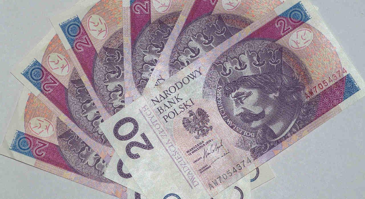 """Polskie gwiazdy wściekłe na """"głodowe"""" emerytury. Przedtem nie liczyły się z pieniędzmi"""