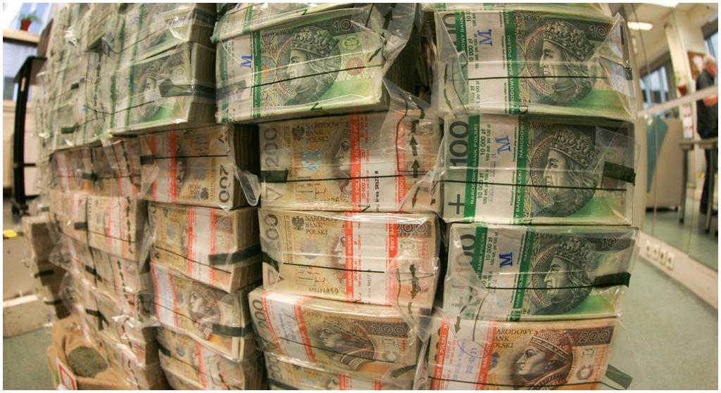 Rząd wyda ponad 2,5 MILIARDA na premie. Dostaną je 2 miliony obywateli