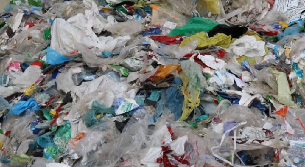 Segregujecie śmieci? Nadaremno, prawda o wywozie śmieci może wkurzyć
