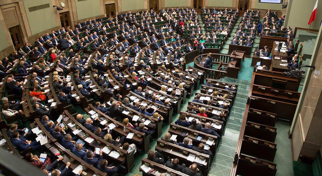 Nocne głosowanie w Sejmie! Nagle zmieniono kontrowersyjną ustawę
