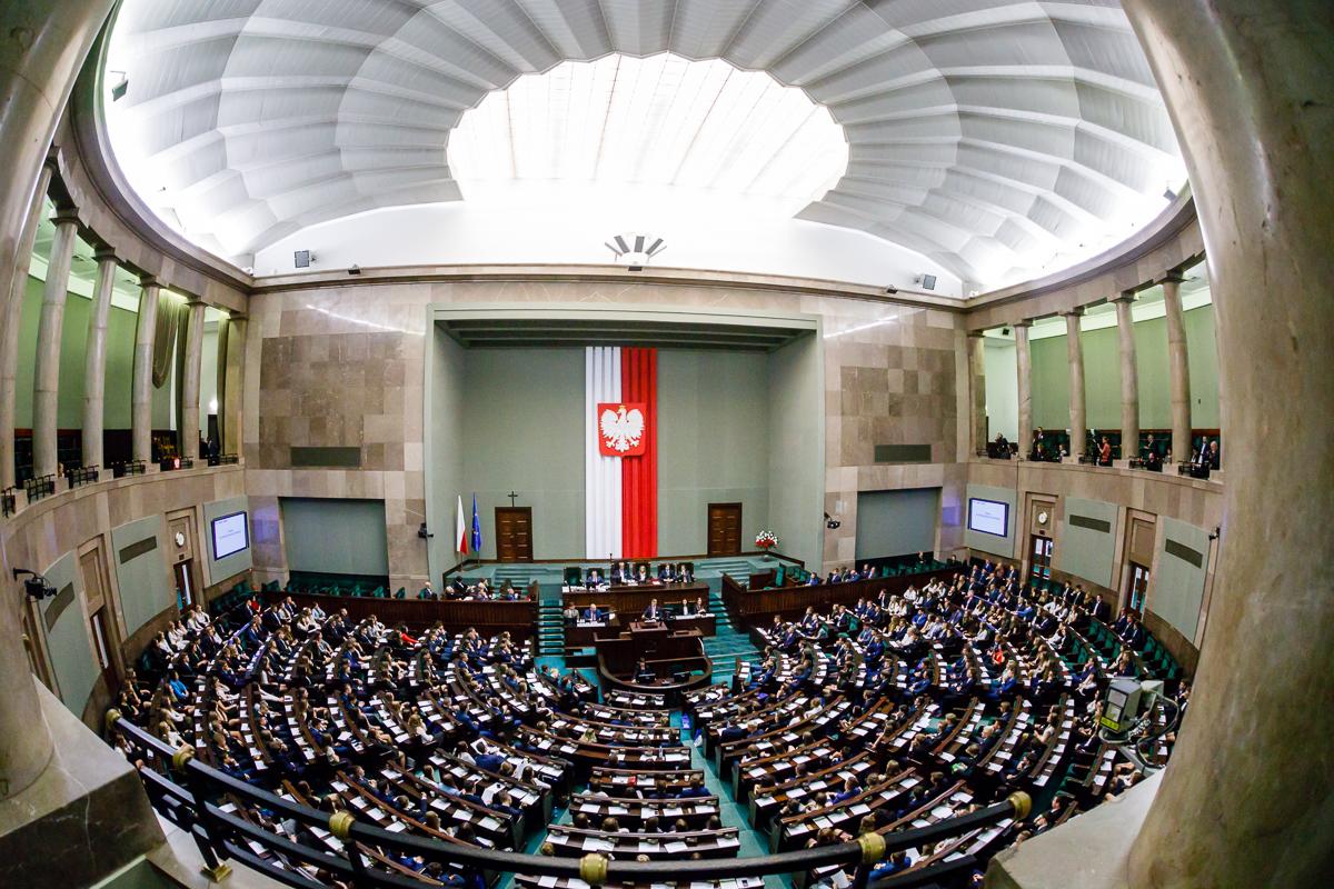 Sejm szuka sprzątaczek. Wymagania większe niż dla posłów