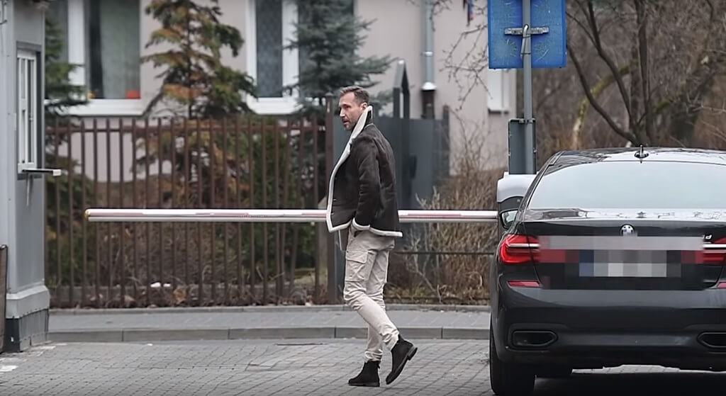 """Kraśko chamsko zwyzywany pod TVN. """"Won stąd!"""""""