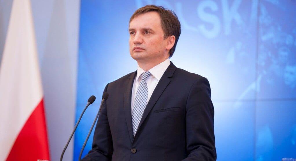 Kaczyński wpadł w wewnętrzną grę Ziobry i Morawieckiego? Nie wie, jak z niej wyjść