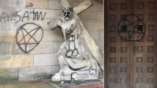 Pentagramy, swastyki i genitalia - tak wyglądają dziś kaplice w Katowicach
