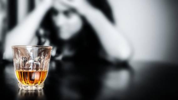 Gwiazda TVN przyznała się do choroby alkoholowej. Wraca na odwyk
