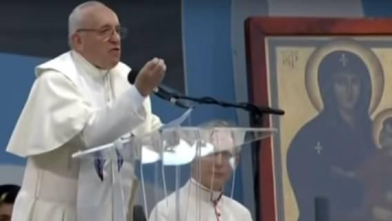 papież franciszek składa historyczną wizytę