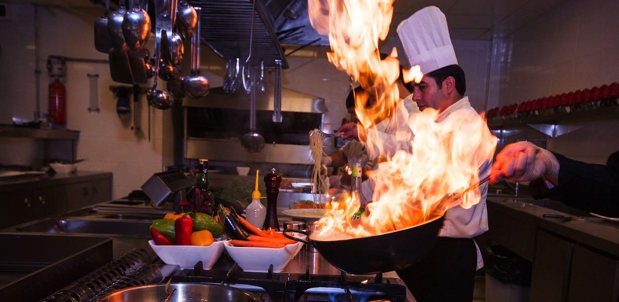 Ile zarabia kucharz w Polsce? Kto by nie chciał pracować u Amaro