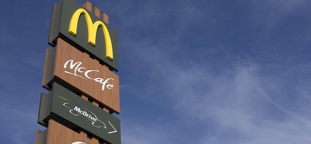 Ile zarabia się w McDonaldzie? Popularny fast-food kusi ofertami