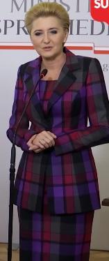 Agata Duda zapomniała spojrzeć w lustro? Taki strój przystoi pierwszej damie?