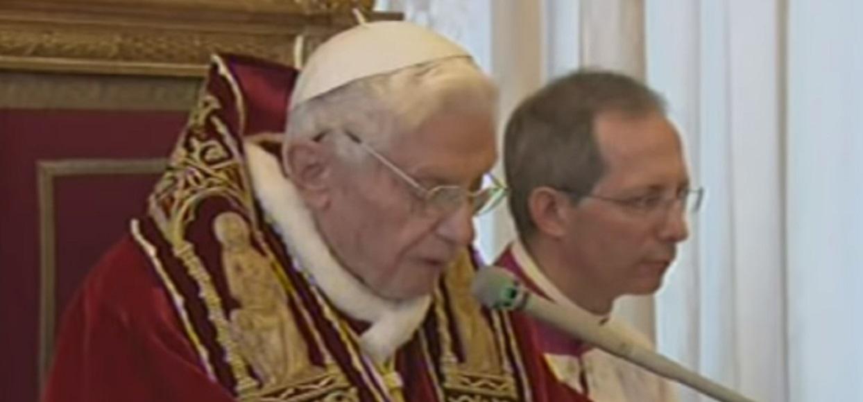 Słowa Benedykta XVI lekceważone przez polskich księży! Oburzająca treść podręcznika do religii