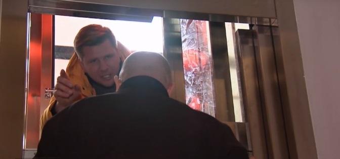 Chajzer spanikował w centrum koszmaru. Zaciął się w windzie między piętrami