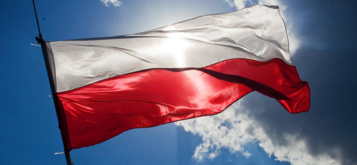 Zmienią czerwień na polskiej fladze? Tego jeszcze nie było