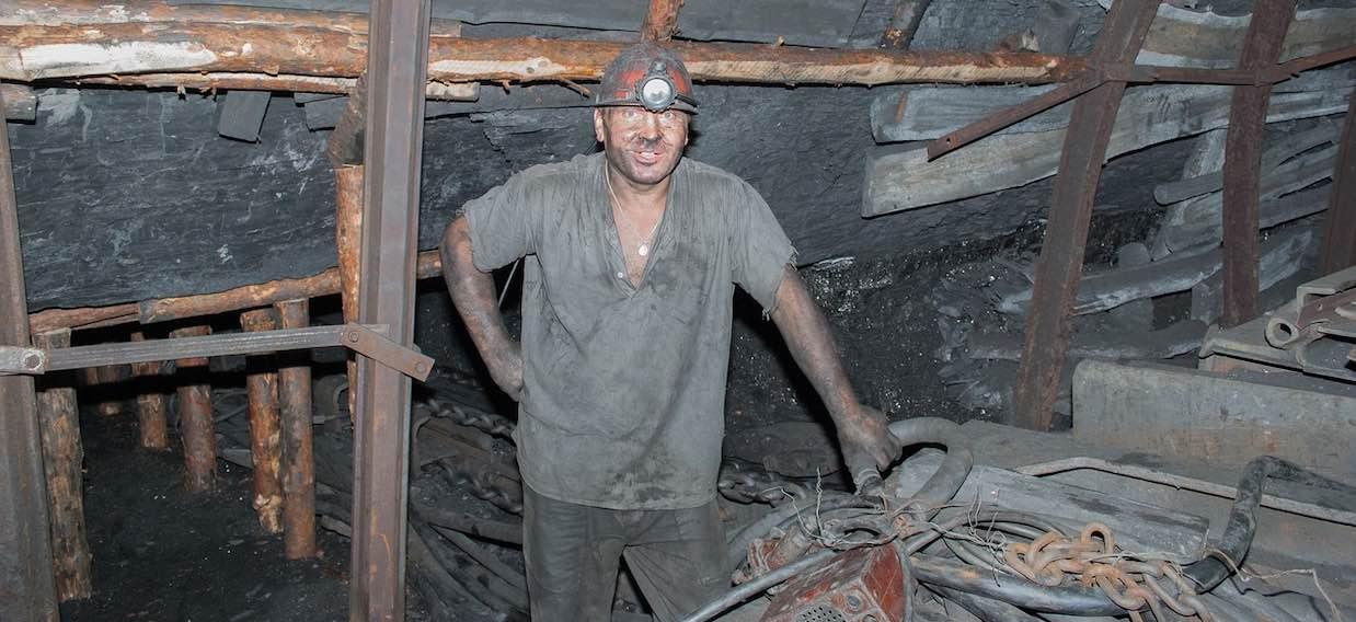 Ile zarabiają górnicy? Śmiertelnie niebezpieczna praca wciąż przyciąga chętnych