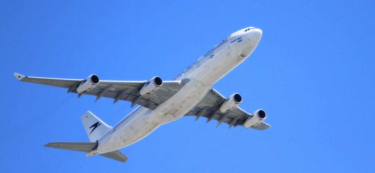 Jaka walizka do samolotu? Tajniki bagażu podręcznego i rejestrowanego