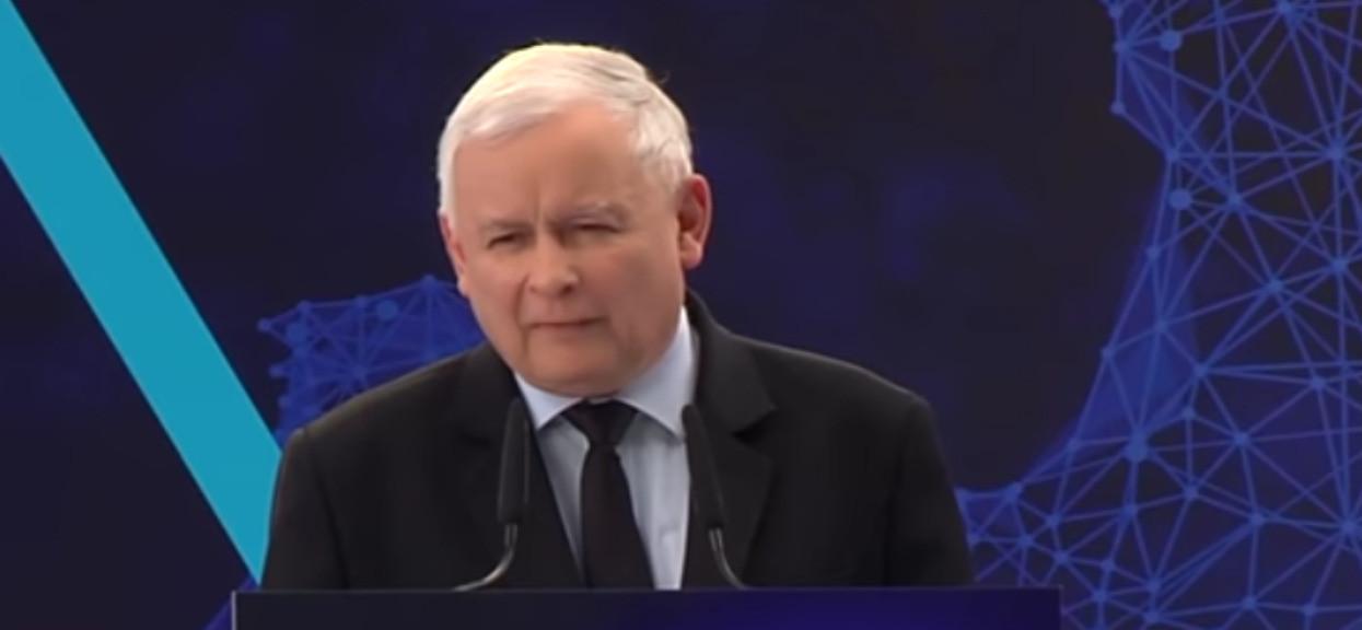 Czy Kaczyński ma prawo jazdy? Odpowiedź jest oczywista