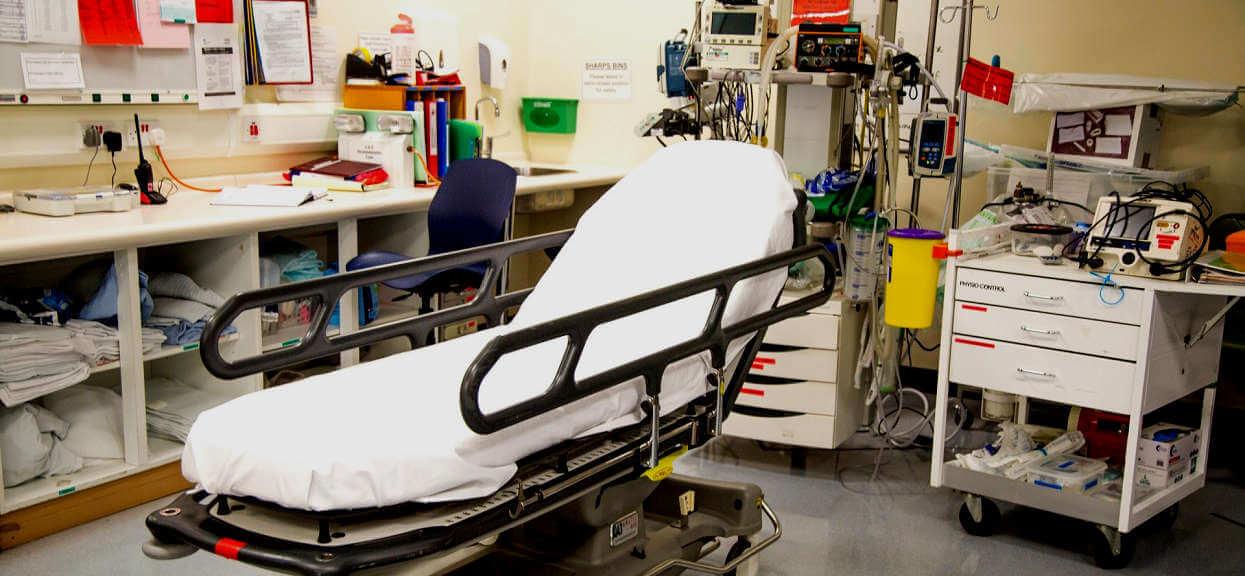 Personel szpitala w Koszalinie upodlił Karola i jego starszą mamę