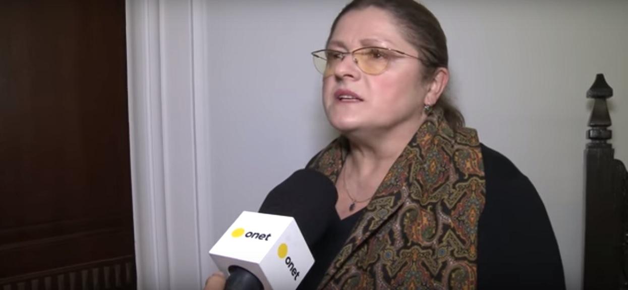 Krystyna Pawłowicz śmieszkuje sobie z internautami. Rozmawiali o desce klozetowej