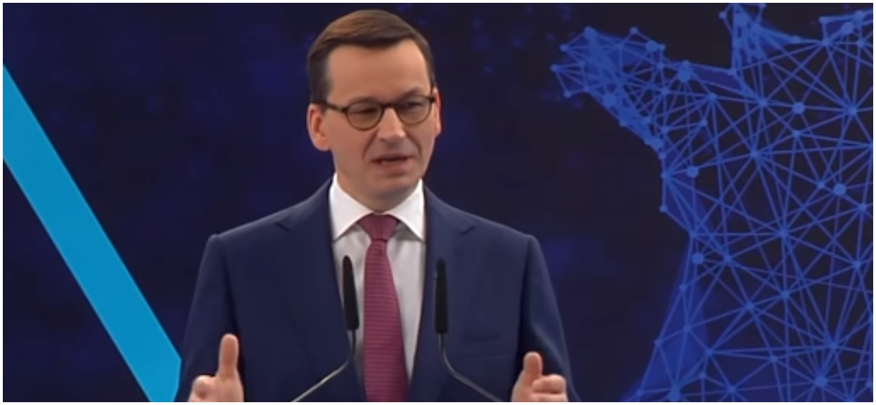 """Morawiecki wypuścił spot z okazji Dnia Sołtysa. """"Kiełbasa wyborcza kiepskiej jakości"""""""