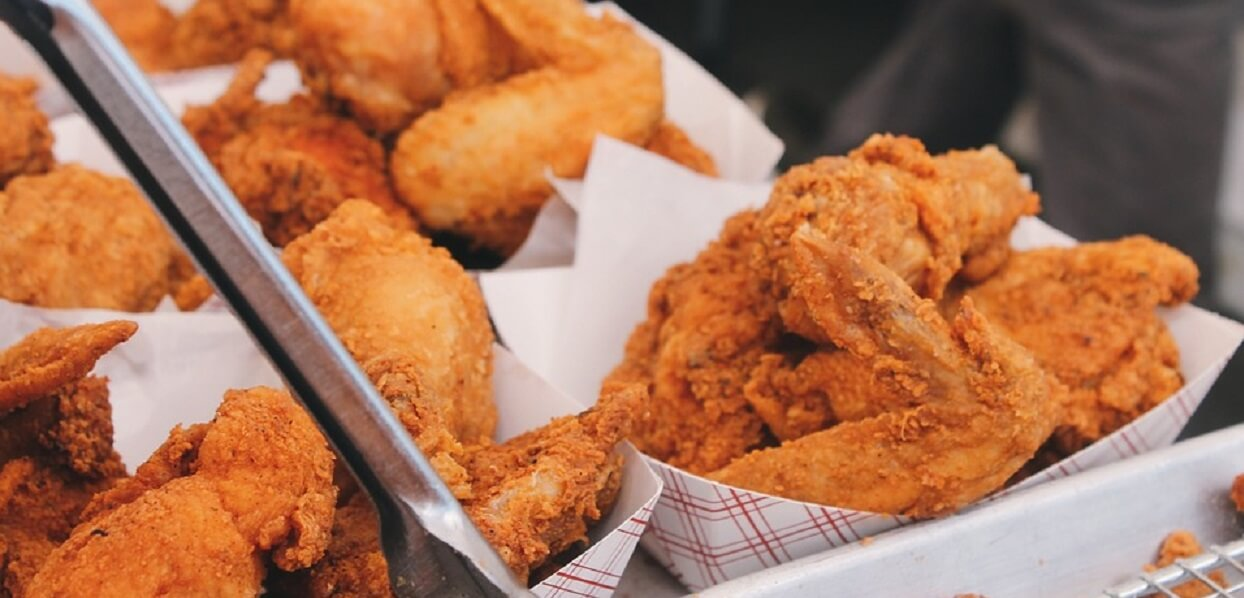 Jesz w fast foodach? Posiłki tam są bardziej kaloryczne niż myślisz