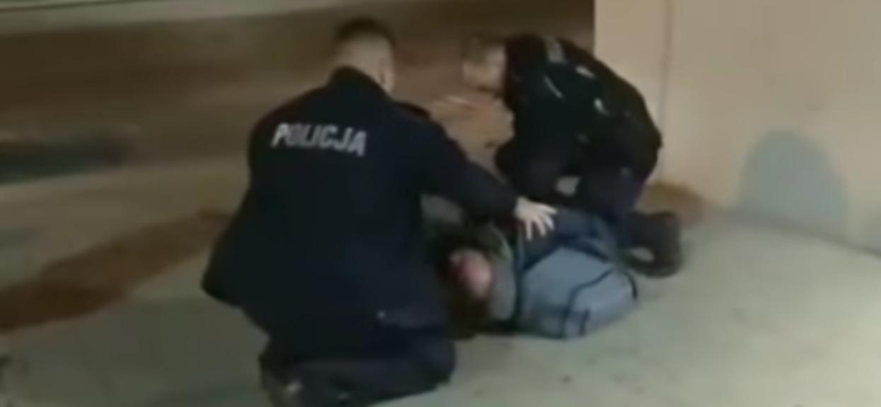 Nożownik zamordował kobietę. Bliscy prosili o pomoc policję, nikt nie zareagował