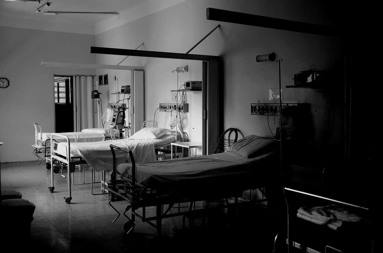Pacjent zmarł w najgorszych męczarniach. BEZCZELNE tłumaczenie ministra zdrowia, aż trudno uwierzyć
